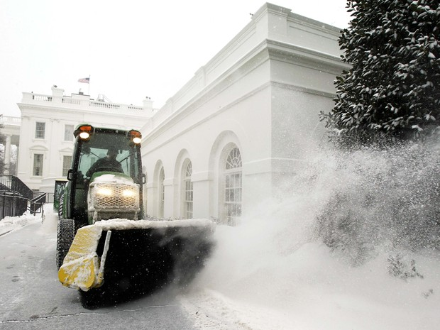 Casa Branca é tomada pela neve (Foto: Yuri Gripas/Reuters)