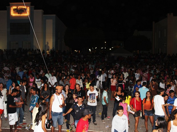 Público oeirense compareceu em peso aos shows (Foto: Catarina Costa/G1)