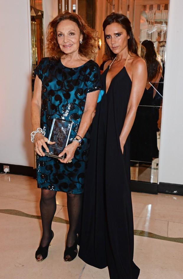 Diane von Furstenberg e Victoria Beckham em prêmio de moda em Londres, na Inglaterra (Foto: David M. Benett/ Getty Images)