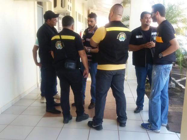 Gaeco realiza operação na manhã desta quinta-feira (16) (Foto: Iryá Rodrigues/G1)