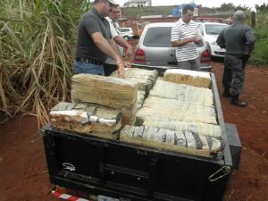 Droga foi encontrada próximo de onde está sendo construído presídio de Bernardino de Campos (SP) (Foto: Lucas Pereira e Junior Andrade / Repórter na Rua)