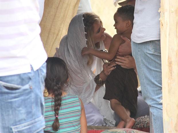 Pamela e Zubgunjunil, no assentamento da Jordânia, clicados por um produtor do filme (Foto: Parker TV)