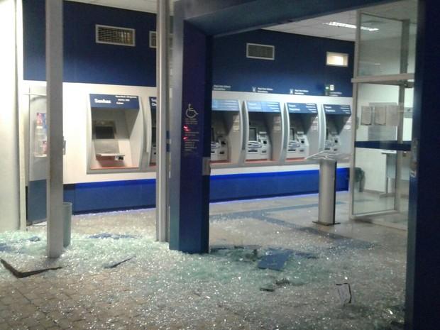 Criminosos estavam armados e explodiram duas agências bancárias de Bonito (Foto: Divulgação/Polícia Militar)