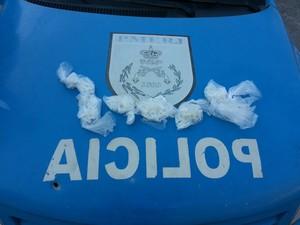 Cápsulas de cocaína apreendidos no bairro Sapinhatuba III (Foto: Divulgação/33ª BPM)