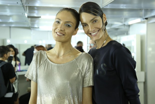Barbara Berger e Mari Coudebella - Backstage do Elle Fashion (Foto: Roberto Filho / BRAZIL NEWS)