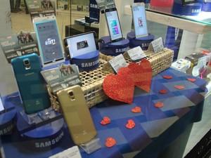 G1 visitou lojas em shopping na Zona Centro-Sul de Manaus e gerentes afirmam preferência por smartphones (Foto: Indiara Bessa/G1 AM)
