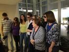 Família de Paulo Goulart recebe imprensa na porta de hospital