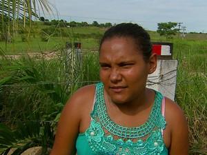 Tia de uma das vítimas, a agricultora Rafaela Xavier de Brito lamenta: eles não disseram que iam tomar banho (Foto: Reprodução / TV Globo)