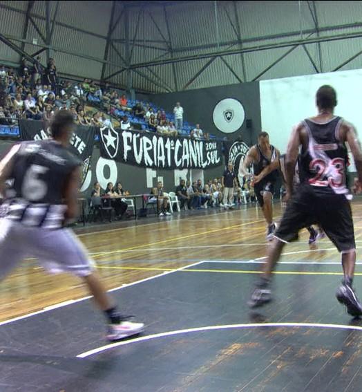 Vitória do Vasco sobre o Botafogo tem até paralisação por tabela torta após enterrada