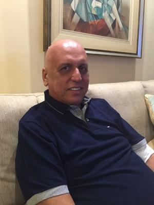 Em tratamento contra o câncer, Pezão raspa a cabeça (Foto: Arquivo de família)