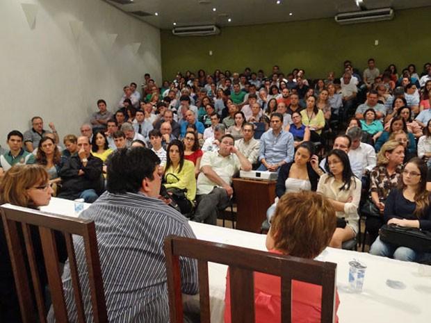 Profissionais lotaram auditório da Associação Médica de Pernambuco (Foto: Luna Markman / G1)