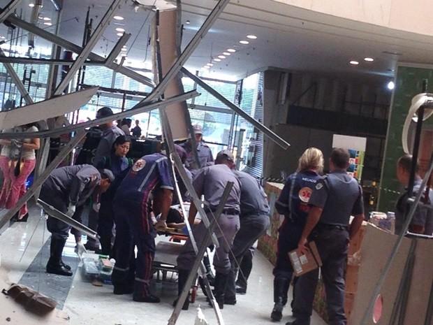 Segurança foi atingido e socorrido pelo Corpo de Bombeiros (Foto:  Simone Dias / TV TEM)