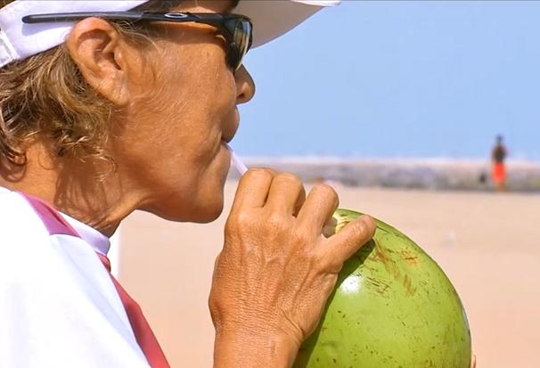 Água de coco (Foto: Reprodução/TV Tribuna)