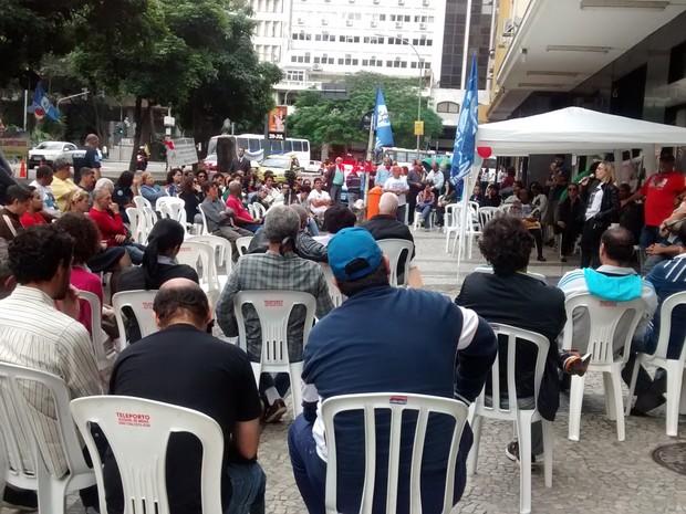 Servidores do IBGE em greve fazem vigília no Centro do Rio (Foto: Henrique Acker / Divulgação / ASSIBGE)