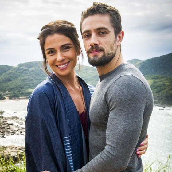 Num intervalo das gravações ao lado de Giovanna Antonelli, com quem fará par na trama (Foto: Reprodução/ TV Globo)