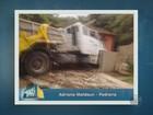 Caminhão carregado com açúcar invade casa em Pedreira, SP