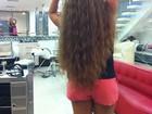 Valesca Popozuda coloca megahair e cabelo vai até o bumbunzão