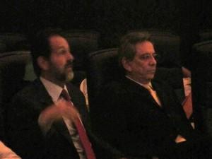 O governador do DF, Agnelo Queiroz, e o vice, Tadeu Filippelli, acompanham sessão no Planetário (Foto: Lucas Salomão/G1)