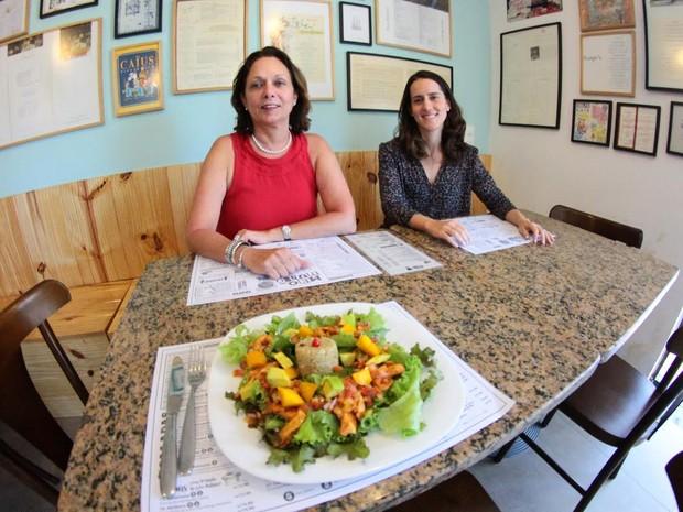 Sócias Marta Lima e Rebeca Duque aproveitaram crise para abrir restaurante no bairro da Madalena, na Zona Oeste (Foto: Marlon Costa/Pernambuco Press)