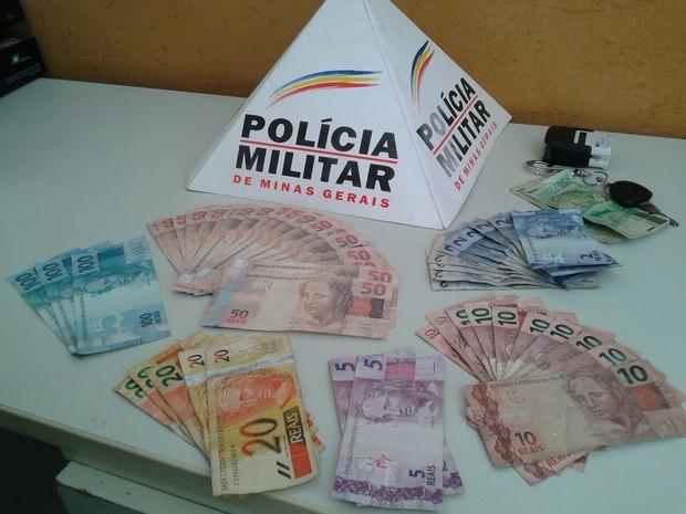 Notas falsas foram apreendidas pela Polícia Militar (Foto: Polícia Militar)