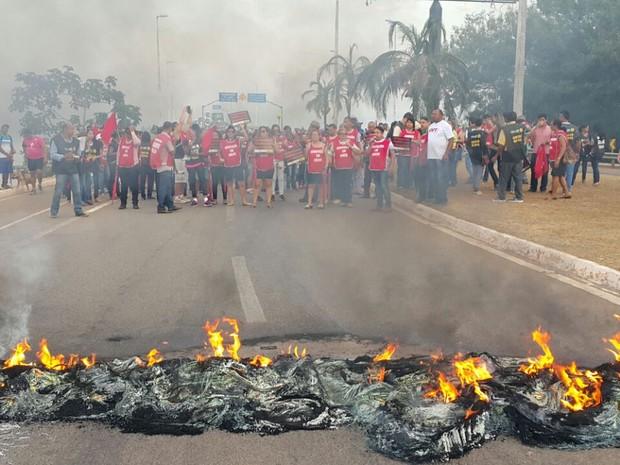 Cerca de 1,2 mil servidores participam de protestos em Palmas (Foto: Divulgação/Sisepe)