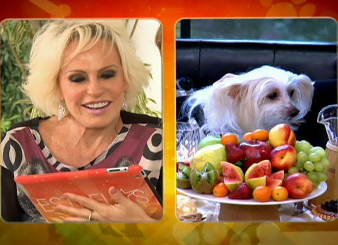 Ana Maria se derrete por sua cachorrinha (Foto: TV Globo)