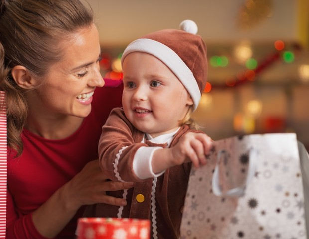 Mãe e filho no Natal  (Foto: Thinkstock)