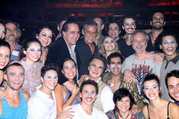 Chico Buarque assiste peça no Rio de Janeiro (Foto: Divulgação/Mina de Ideias)