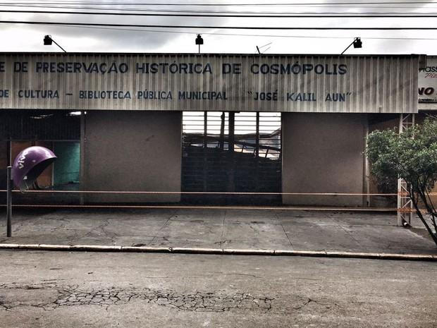 Fachada da Biblioteca Municipal de Cosmópolis que foi destruída pelo fogo (Foto: Rubinho Queiroz/Acervo pessoal)