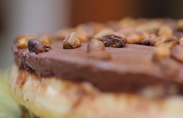 Alô, Doçura: Marcela Tranchesi ensina a receita de uma torta de creme de avelã e pistache (Foto: Rafael Avancini)