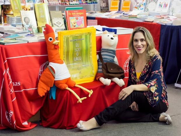 Escritora Elyssana Louzada vai divulgar o livro 'Eu Sou o Galo' (Foto: Arquivo pessoal)
