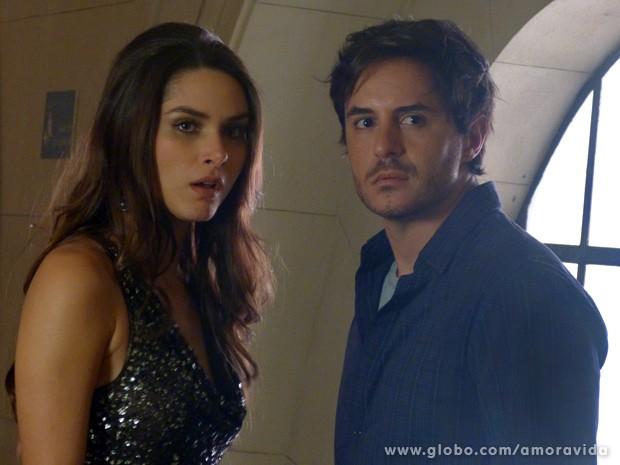 Leila e Thales são surpreendidos por Félix (Foto: Amor à Vida / TV Globo)