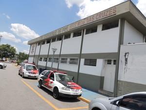 Suspeita de atropelar seis se apresentou na delegacia de Poá. (Foto: Willian Pereira/G1)