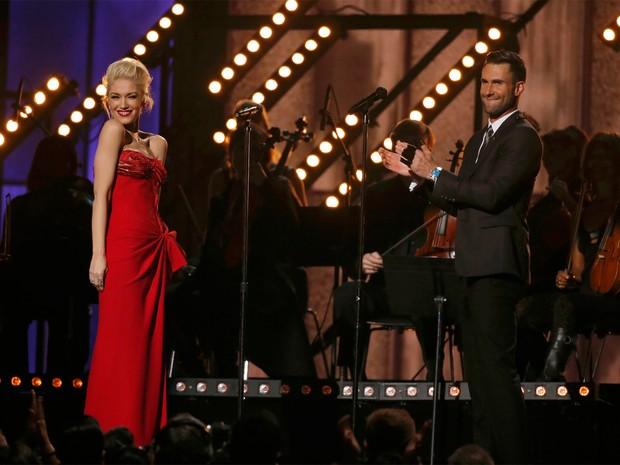 Gwen Stefani com Adam Levigne no Grammy 2015 (Foto: Lucy Nicholson/Reuters)