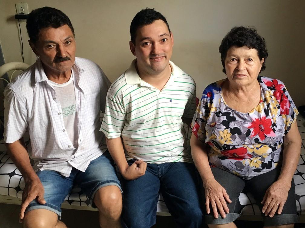 Fábio é o caçula da família construída por José e Nilza (Foto: Stephanie Fonseca/G1)