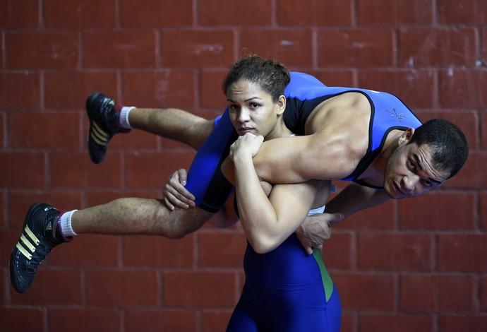 Aline Silva e Flávio Ramos, luta olímpica (Foto: André Durão)