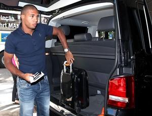Juan na chegada da Seleção ao hotel em Hamburgo (Foto: Mowa Press)