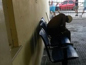 Homem de 35 anos é espancado após roubar bolsa em Natal. (Foto: Marksuel Figueredo/G1 )