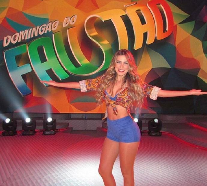 Erika no palco do 'Domingão do Faustão' (Foto: Arquivo Pessoal)