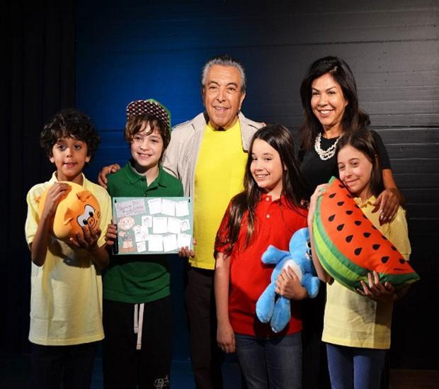 Fofura! Maurício e Mônica de Souza com Gabriel, Kevin, Giulia e Laura (Foto: Reprodução Instagram)