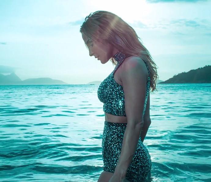 A gravação do novo clipe de Claudia Leitte aconteceu na Praia Vermelha, no Rio de Janeiro (Foto: Reprodução)