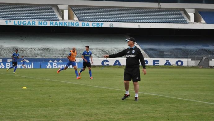 Felipão fechou primeira parte do treino nesta sexta-feira (Foto: Paula Menezes/GloboEsporte.com)