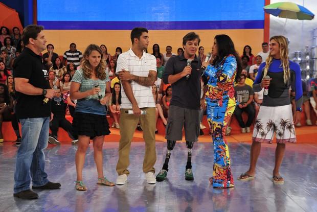Scooby e Pauê falam de esporte e superação no palco do programa (Foto: Divulgação / Rede Globo)