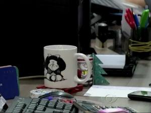 Empresas estimulam o uso de canecas de porcelana  (Foto: Reprodução/TV Gazeta)