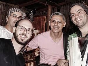 Banda Candeeiro Natural se apresenta no 'Quartas Acústicas' (Foto: Divulgação/Teatro Severino Cabral)