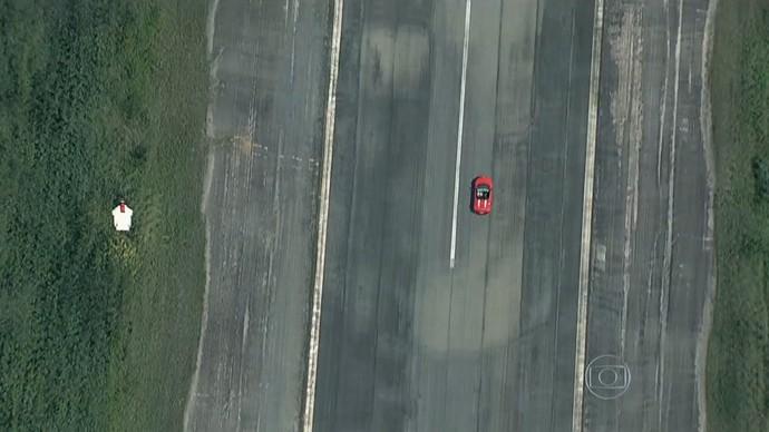 Cani disputou uma corrida contra Ricardo Maurício (Foto: Reprodução TV Globo)