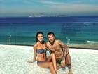 Daniel Alves curte dia de sol na piscina com a namorada, Joana Sanz