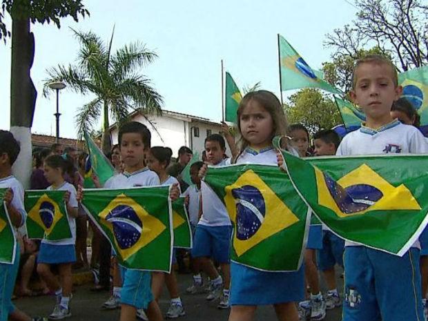 Desfile Cívico de 7 de Setembro é destaque em Pirassununga (Foto: Ely Venâncio/EPTV)