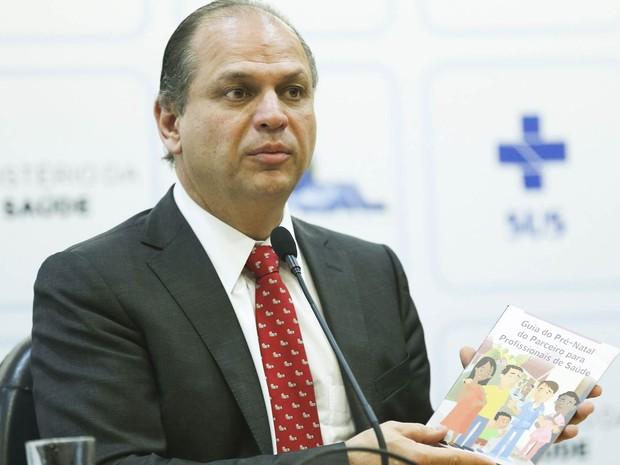O ministro da Saúde, Ricardo Barros, divulga o resultado de pesquisa sobre a frequência dos homens nos serviços de saúde, em Brasília (Foto: Elza Fiuza/Agência Brasil)