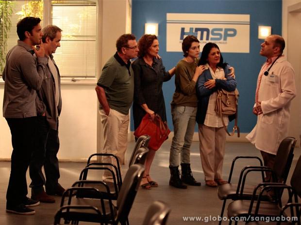 Érico, Gilson, Nestor, Salma, Diane e Odila aguaram notícias de Renata (Foto: Sangue Bom/ TV Globo)